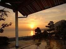 朝焼けの 海が見たくて 露天風呂♪
