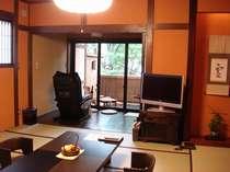 「雪」と「月」、2室だけの特別な空間。和室12.5畳の他、洋室ツインの寝室付き。