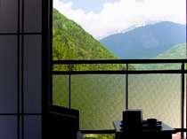 【茶寮庵】北アルプスの眺めを楽しめる茶寮庵和室から(一例)