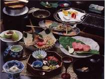 山の幸・海の幸など、地元産の食材をふんだんに使った山月こだわりの品々(一例)