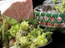 飛騨牛と春の食材。山の幸ならではの山菜料理も豊富に取りそろえます