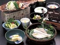 ご朝食の一例。飛騨名物「朴葉みそ」はアツアツの焼き味噌を白いご飯にのせて