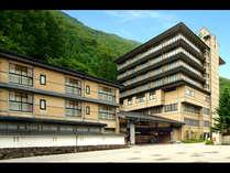 北アルプスと清流蒲田川に囲まれた純和風旅館「穂高荘 山月」