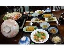 自家生産の野菜をふんだんに使った手作り料理と戸狩鍋でおもてなし