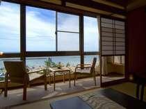 窓一面広がるパノラマ風景。雄大な海とビーチが美しい [海側客室],京都府,夕日ヶ浦温泉 夕日浪漫 一望館