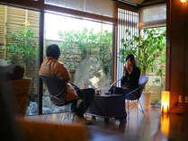 美味しい珈琲を飲みながら二人の会話を楽しんで,京都府,夕日ヶ浦温泉 夕日浪漫 一望館
