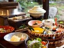 板長自慢の朝食は、体に優しい和食の個人膳をご用意[一例],京都府,夕日ヶ浦温泉 夕日浪漫 一望館