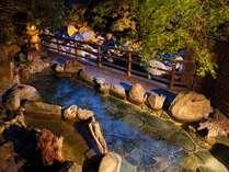 山水館の真骨頂。川沿いの露天風呂。夕景。