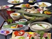 自家製豆腐を当館の温泉水で仕上げたまろやかな味の温泉湯豆腐を季節の会席とともに味わう藍彩会席