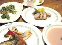 春メニュー 山菜の天ぷらやピンクのじゃが芋スープ