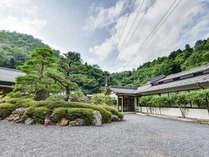 *■外観■自然に囲まれた当館では、四季折々の自然の姿がお愉しみいただけます。