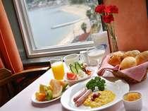 ホワイトマリーンの朝食