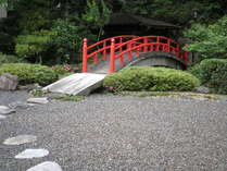 中庭の太鼓橋!