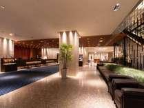 静岡を訪れるお客様をお迎えするのにふさわしい、高級感あふれる1階ロビー。