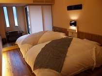 客室「梅」(うめ)セミダブルサイズのローベットタイプのお部屋です。