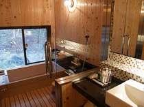 客室「楓」(かえで)かけ流しの温泉ビューバス付き湯船は総檜造り