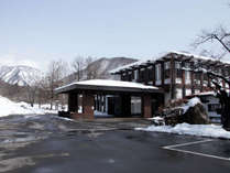 【ホテル外観】冬の雪景色