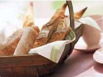 【モーニングサービス】パン・コーヒー・紅茶・ジュースといった軽食を無料でご用意。