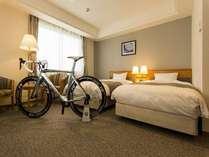 大切な自転車…お部屋に持ち込めば更に安心☆【新館ツインルームBタイプ】