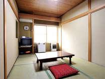 *一人旅・カップルにオススメの和室6畳。