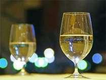 お部屋でまったり、ミニケーキとハーフワインで乾杯♪