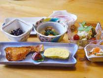 *朝食一例/朝ごはんをしっかり食べて、一日元気に!