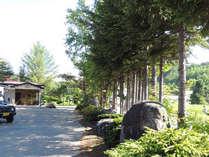 *当館周辺は自然に包まれた静かな立地です