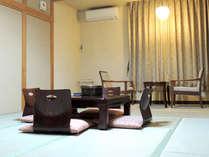 *広いお部屋でのんびりと。和室10畳(バス・トイレ付)