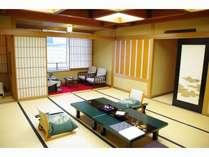 瑠璃:温泉露天風呂付き和室(15畳)。総檜の温泉露天風呂付きのお部屋です。