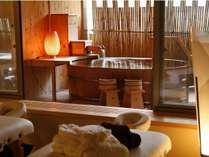 木のぬくもりを感じる貸切風呂も安らげる雰囲気。