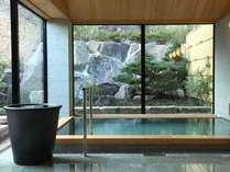 鶯色の蒲井温泉●広々とした大浴場でも24時間、源泉掛け流しが愉しめます。(露天風呂もございます)
