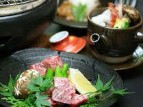 牛は石焼で、松茸は土瓶蒸しにてご賞味下さいませ。