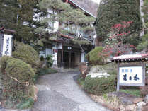 当館の玄関前です。