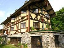 2号館(新館)の外観です。中世ドイツを思わせる造りになっています。