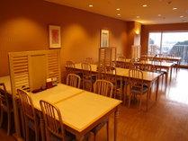 落ちついた雰囲気でリラックスできる和食レストラン「藍」予約制となっております