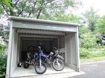 ガレージは全天候型で雨の日も風の日もオートバイは安心安全です。4月1日よりのご予約となります。