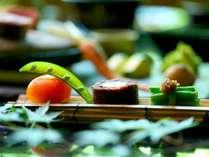 季節毎に料理が変わる地元南信の幸を中心にした会席料理。