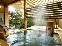 【別邸美悠65平米坪庭側】客室露天風呂※湯船のデザインはお部屋毎に異なります