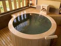 [悠々・遥々の階]客室露天風呂イメージ(循環形式)湯船のデザインはお部屋毎に異なります
