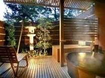[別邸美悠]庭園側63平米客室露天風呂※湯船のデザインはお部屋毎に異なります。