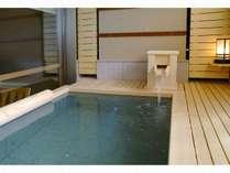 [悠々・遥々の階]客室露天風呂※湯船のデザインはお部屋毎に異なります