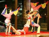 思わず息を飲む迫力!目の前で繰り広げられる妙技の数々!中国雑技団ショーを無料でご観覧いただけます。