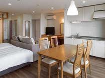 モダン和洋室55平米(和・4.5畳)定員4名(禁煙):家具も入替え。1クラス上の滞在をどうぞ。
