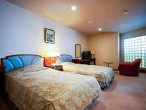 最上階オーシャンビューラージ和洋室112平米(和・9畳)定員5名:ベッドルームもゆとりの間取り