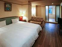 オーシャンビュールーフテラスラージルーム112平米定員5名(禁煙):ベッドルームはダブルサイズが2台