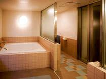 オーシャンビュールーフテラスラージルーム112平米定員5名(禁煙):お風呂も広々とした造り