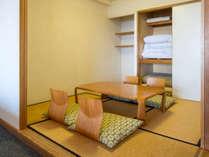 モダン和洋室55平米(和・4.5畳)定員4名(禁煙):和室にお布団をひく事ができます。(写真は別部屋)