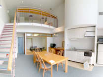 メゾネット和洋室81平米(和・8畳)定員5名:1階にはキッチン・冷蔵庫など備え付けてあります。