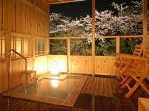 霞館のテラス露天風呂。(桜は例年4月10日過ぎ頃が見頃)