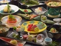 お夕食は季節の会席料理。写真はイメージ写真で季節ごとに内容が変わります。